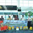 Erzaldi Bagikan Sembako Program BUMN Bersinergi bagi Karyawan Mitra Bandara Depati Amir