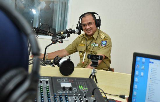 Gubernur Erzaldi Berikan Motivasi Bagi Generasi Muda Lewat Radio