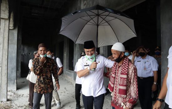 Tinjau Masjid Jamik Al Anshori, Gubernur Erzaldi Dukung Penyelesaian Pembangunan hingga Akhir 2020