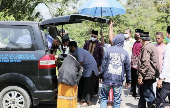 Setir Mobil Jenazah, Gubernur Erzaldi Antar Almarhum Mang Jay ke Peristirahan Terakhir