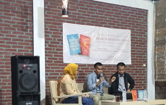 Peluncuran Dua Buku di Warung Mojok Yogyakarta Tentang Islam di Arab dan China